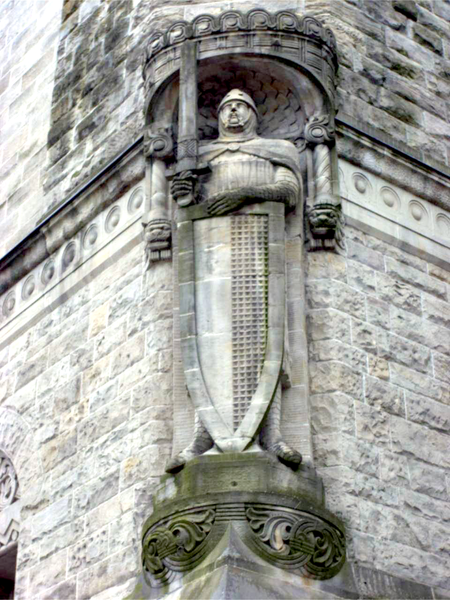 a statue of Roland