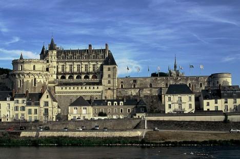 a Chateau_d'amboise_depuis_l'ile