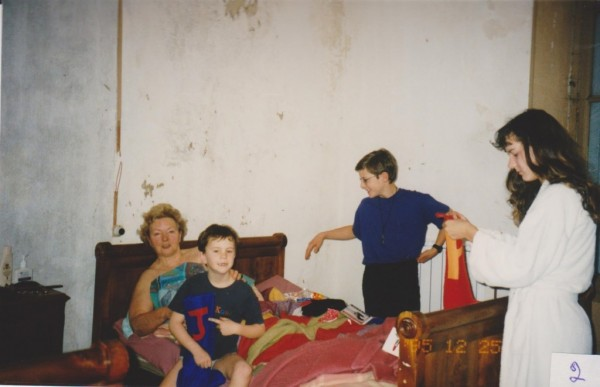 xmas grandear in bed with children 001